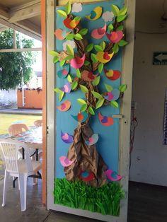 School Door Decorations, Diy Classroom Decorations, Kreative Jobs, Preschool Decor, School Doors, Animal Crafts For Kids, Spring Door, Spring Crafts, Creative Crafts