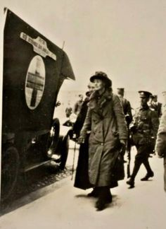 Countess Markievicz arrested after the 1916 Easter Rising surrender at the Royal College of Surgeons. Ireland 1916, Irish Independence, Easter Rising, Michael Collins, Fighting Irish, Women's History, Constance, Current Events, Dublin