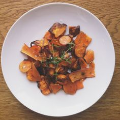 Sweet Potato Crisps, Afternoon Snacks, Ratatouille, Healthy Living, Potatoes, Yummy Food, Restaurant, Vegetables, My Favorite Things