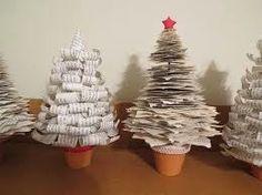 Árboles navideños de papel reciclado