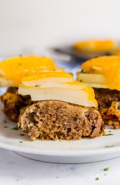 Easy Meatloaf and Potatoes Dinner - The meat loaf dinner and potato chips give you easy meat and potatoes in one delicious shot! Best of all, dine at the table in about 30 minutes! Cooking For A Group, Cooking App, New Cooking, Cooking School, Cooking Classes, Meat Recipes, Cooking Recipes, Healthy Recipes, Cooking