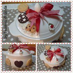 Biscottiera grande in ceramica decorata con biscotti realistici creati con paste…