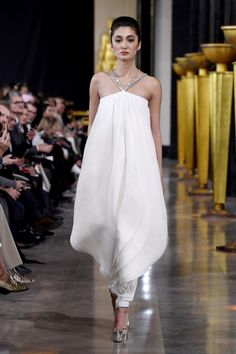 See all the looks from the show Evening Dresses, Formal Dresses, Wedding Dresses, Fashion News, Mens Fashion, Origami Fashion, Stephane Rolland, Jumpsuit Pattern, Vintage Sewing Patterns