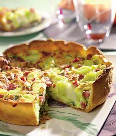 Leek and bacon pie: discover the cooking recipes of Femme Actuelle Le MAG - - Batch Cooking, Cooking Recipes, Leek Quiche, Low Carb Quiche, Bacon Pie, Pizza Cake, Romanian Food, Food Test, Easy Food To Make