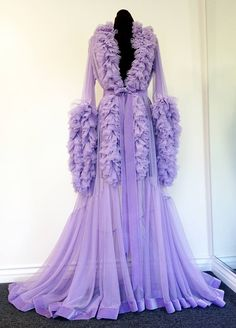 lilac dressing gown Catherine d'lish Old Hollywood Style, Hollywood Glamour, Pretty Lingerie, Vintage Lingerie, Vintage Outfits, Vintage Fashion, Fru Fru, Vintage Nightgown, Looks Cool