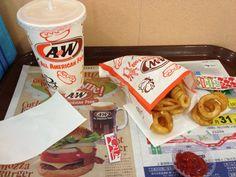 沖縄にはローカルなハンバーガーチェーン店のA&Wというのがあります。ルートビアが有名ですが、実はオレンジジュースが癖になるおいしさなのだ!
