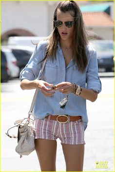 Alessandra Ambrosio rocks white short shorts while grabbing a coffee on Tuesday (April 23) in Los Angeles.    The day before, the 32-year-old supermodel was seen…