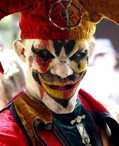 Plusieurs images de clown pour situation d ecriture.  Where's the party?