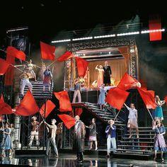 Wer #Evita noch nicht gesehen hat sollte das schnellstmöglich nachholen. Die Show ist nur noch für 3 Tage im #Ronacher zu sehen!  #wearemusical #viennanow Vienna, Theatre, Musicals, Concert, Instagram Posts, Fun, September, Eva Peron, Autumn