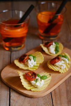 Rustica San Carlo alla Caprese for a perfect Italian aperitif! Finger Food Appetizers, Appetizers For Party, Finger Foods, Appetizer Recipes, Wine Recipes, Cooking Recipes, Brunch, Snacks Für Party, Food Decoration
