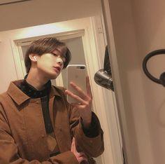Syuichiro 💓 discovered by Ichikawa tsubaki on We Heart It Cute Asian Guys, Cute Korean Boys, Asian Boys, Asian Men, Korean Boys Ulzzang, Ulzzang Boy, Korean Men, Aesthetic Boy, Korean Aesthetic