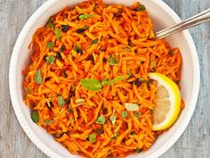 Serious Salads: Grated Carrot and Mint Salad with Honey Lemon Vinaigrette Recipe Recipe Veggie Recipes, Whole Food Recipes, Vegetarian Recipes, Healthy Recipes, Lemon Vinaigrette, Vinaigrette Dressing, Salad Dressing, Easy Roast Chicken, Cucina