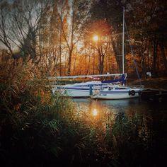 The last boats in marina of Niegocinsea In Masuria. Die letzten Boote im Hafen In Masuren an der Niegocinsee. #masuren #hausboot #poland