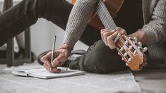 Beat Your Songwriting Block with These 5 Exercises Every songwriter experiences writers block from time to time. Whether you're stuck on a second verse, debating over a funky chord, or just out of fresh ideas, here Music Aesthetic, Character Aesthetic, Aesthetic Photo, Carlson Young, Colleen Hoover, Guitar Lessons, Guitar Tips, Music Lessons, Poses For Men