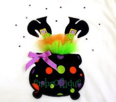 Shabby Sweet Ruched Designs - Halloween Wonky Witch Feet Cauldron Tutu - with instructions on sale now at Embroitique! Dulceros Halloween, Moldes Halloween, Halloween Applique, Adornos Halloween, Halloween Designs, Halloween Sewing, Halloween Clothes, Monogram Alphabet, Monogram Fonts