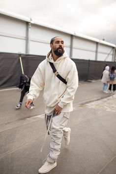 PARIS FRANCE - JANUARY Jerry Lorenzo is seen attending Louis Vuitton during Men's Paris Fashion Week wearing cream hoodie and pants with white sneakers on January 17 2019 in Paris France. (Photo by Matthew Sperzel/Getty Images) Hip Hop Outfits, Mode Outfits, Sport Outfits, Men Street, Street Wear, Paris Street, Moda Blog, Mode Streetwear, Mens Streetwear Fashion