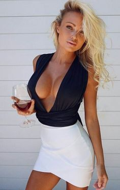 All about sexy outfits (usually dresses but sometimes other stuff) curated from the internet. Fashion Mode, Skirt Fashion, Tight Dresses, Sexy Dresses, Sexy Women, Vestidos Sexy, Bandage Skirt, Sexy Outfits, Fashion Outfits