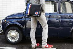 sac besace team France issu de la récupération de tissu automobile et de chutes de cuir! http://www.horsducommun.fr/42-sacs-