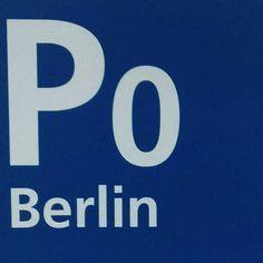 "Gemäß dem alten RANDALLICA-Motto ""Brooklyn Berlin - alles im Arsch!"" oder wie..?"