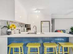 Laminate Kitchen Countertops Info, Costs, and Inspiration White Laminate Countertops, Formica Laminate, Countertop Options, Kitchen Countertops, Beach Kitchens, Bright Kitchens, Plywood Cabinets, Glass Front Cabinets, White Appliances