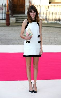 Alexa Chung in Moschino dress, Charlotte Olympia clutch, Valentino shoes - At private VIP view of Royal Academy Summer Exhibition 2012 at Royal Academy of Arts in London. Alexa Chung Style, Vogue, Monochrome Fashion, Cool Style, My Style, Classic Style, Portraits, Types Of Fashion Styles, Casual Chic