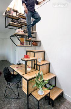 01-escada-com-funcao-de-armario-prateleira-e-mesa