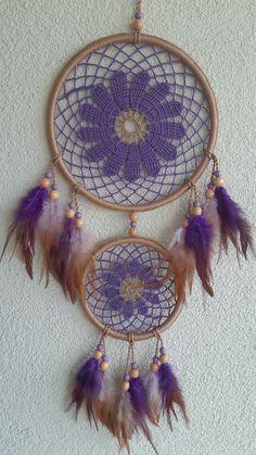 Diy Dream Catcher Tutorial, Crochet Dreamcatcher, Bear Wallpaper, Crochet Doilies, Wind Chimes, Crochet Projects, Diy And Crafts, Weaving, Flowers