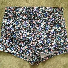 High Waisted Floral Shorts Absolutely adorable!!! Have a side zipper. Perfect condition, only worn several times. Tag says size 6 but keep in mind H&M usually runs a size small, so they fit like a 2 or 4 H&M Shorts