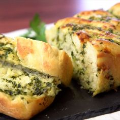 Forget the basic rolls - this braided garlic bread is just what you need at your Thanksgiving table this year. With baked in cheese and parsley, you won't even need butter and it's the perfect compliment to every bite. Jen makes garlic bread classy AF. Cheesy Garlic Bread, Homemade Garlic Bread, Garlic Cheese Bread, Pesto Bread, Tasty Videos, Cooking Recipes, Healthy Recipes, Garlic Recipes, Delicious Recipes