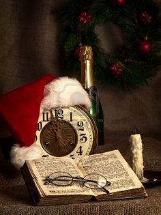 Inspiration Lane, (via Christmas Magic / Joyeux Noel) Noel Christmas, Merry Little Christmas, Primitive Christmas, Country Christmas, Christmas And New Year, All Things Christmas, Vintage Christmas, Christmas Crafts, Christmas Decorations