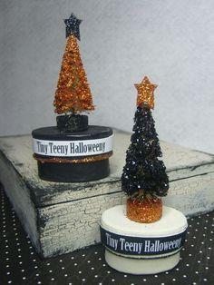 Spray paint + glitter = any holiday tree.  ♥