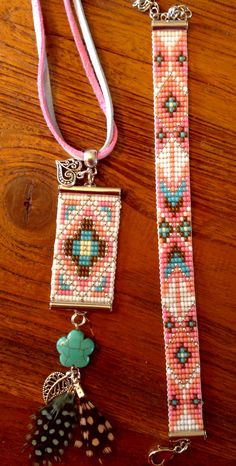 Bracelet and pendant for chain - Kralen Life Loom Bracelet Patterns, Bead Loom Bracelets, Bead Loom Patterns, Beaded Jewelry Patterns, Beading Patterns, Beaded Crafts, Jewelry Crafts, Handmade Jewelry, Seed Bead Jewelry