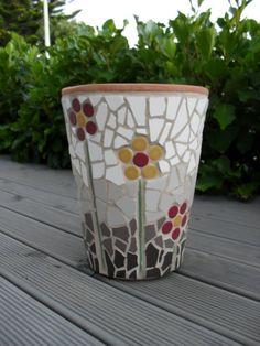 my mosaic pot - got to start somewhere :-) Mosaic Planters, Mosaic Garden Art, Mosaic Vase, Mosaic Flower Pots, Mosaic Tiles, Mosaic Crafts, Mosaic Projects, Vitromosaico Ideas, Sea Glass Mosaic