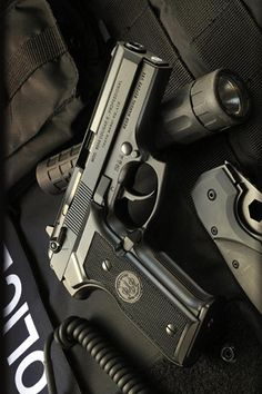 Tactical and Survival Gear Military Weapons, Weapons Guns, Guns And Ammo, Armas Wallpaper, Iphone Wallpaper, Pocket Pistol, 9mm Pistol, Revolvers, Tac Gear