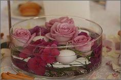 SERA ? Google Image Result for http://www.lagomaggioresposi.com/wp-content/uploads/2009/12/centrotavola-con-fiori-galleggianti.jpg