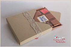 Ich verschenke immer gerne lieb verpackte RitterSport Schokolade. Zum einen mag ich die Sorten so gerne, besonders die es jetzt im Frühling gibt, und zum anderen lassen sie sich mit dem Evelope Pun…