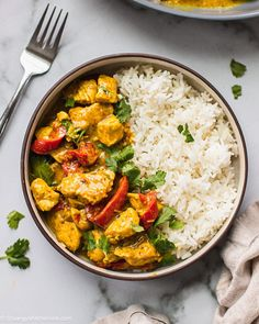 This Easy Crockpot Thai Coconut Curry Chicken is Paleo, gluten-free and dairy-free. It makes an easy and delicious dinner for the whole family. Slow Cooker Thai Curry, Crock Pot Curry, Crock Pot Thai Chicken Curry, Curry Crockpot, Thai Coconut Curry Chicken, Curry Chicken And Rice, Chicken Sweet Potato Curry, Thai Coconut Rice, Thai Yellow Chicken Curry