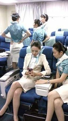 Tie Up Stories, Korean Airlines, Airline Uniforms, Travel Flights, Female Pilot, Military Women, Cabin Crew, Flight Attendant, In Pantyhose