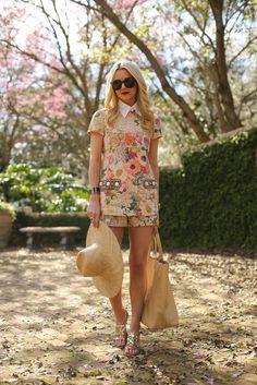 [Anne Fontaine collar] [Tory Burch tunic + Tory Burch shorts] [UGG shoes] [Hunter bag] [Karen Walker sunglasses] // 13 March 2014