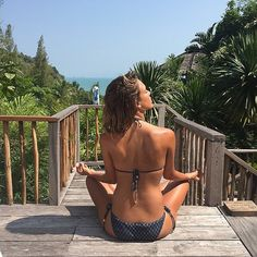 Despite her successful career and growing family, Jessica Alba continues to inspire as she even manages to find a few minutes to meditate.