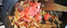 Brassói aprópecsenye készítése 15 - paradicsom hozzáadása Paella, Meat, Chicken, Ethnic Recipes, Food, Red Peppers, Essen, Meals, Yemek