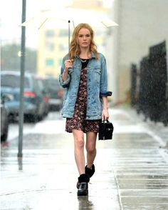 Kate Bosworth is Designing Shoes For Everyday Wear - Find Out When They Will Launch!: Photo Kate Bosworth braves the rain while stepping out for a few meetings on Wednesday (December in Los Angeles. It was just announced that the actress… Vogue Fashion, Fashion News, Fashion Outfits, Fashion Trends, Street Fashion, Hollywood Party, Kate Bosworth Style, Street Trends, Weather Wear