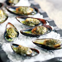 Grilled Mussels with Salsa Verde. I love mussels more than word could explain. Tapas Recipes, Seafood Recipes, Italian Recipes, Appetizer Recipes, Mussel Recipes, Appetizers, Oyster Recipes, Seafood Meals, Shellfish Recipes