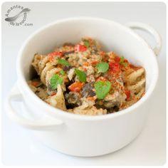 Esta receta de pasta con pesto de berenjena es muy sabrosa y preparada de manera saludable, lo que nos ofrece un almuerzo o una cena con pocas calorías.