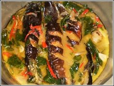 Mangut is a signature dish in Central Java, Indonesia. Smoke Catfish cooked with basil, chunk of chillies in spicy coconut milk broth. Sausage Recipes For Dinner, Easy Dinner Recipes, Easy Meals, Baked Chicken Recipes, Shrimp Recipes, Vegetarian Recipes, Cooking Recipes, Healthy Recipes, Indonesian Cuisine