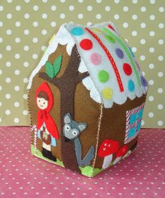 cupcake cutie: New Felt Gingerbread House and pdf pattern (coming soon!)