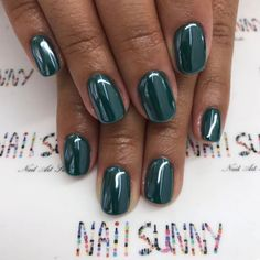 #metallic #glossy #deep_green #nails