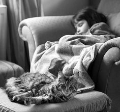 5 year old Iris and her therapy cat I Love Cats, Big Cats, Iris, Autistic Artist, Son Chat, We Are The World, Maine Coon Cats, 5 Year Olds, Bored Panda