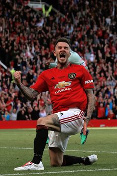 football is my aesthetic David Beckham Manchester United, Manchester Derby, Official Manchester United Website, Manchester United Players, David Beckham Photos, David Beckham Style, Football Icon, World Football, David Beckham Wallpaper