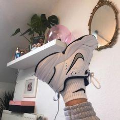 New sneakers femme mode nike Ideas Converse Sneaker, Puma Sneaker, Sneaker Outfits, Sneaker Boots, Sneakers Mode, Sneakers Fashion, Fashion Shoes, Nike Fashion, 70s Fashion
